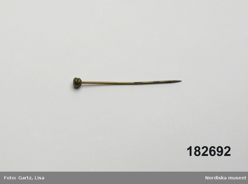 Halsduksnål
