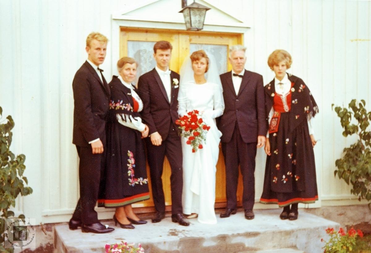 Bryllupsdagen til Karl og Anna Hornung på Grindheim. Audnedal.