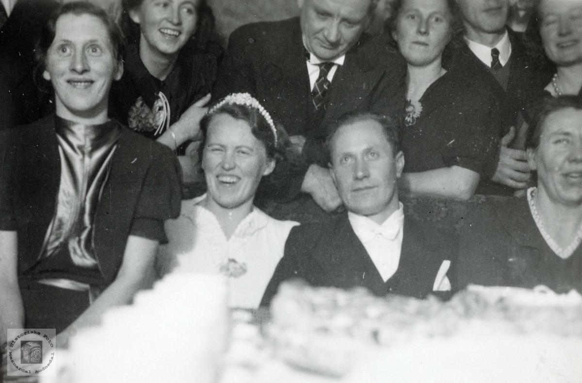 """Ved bryllupsbordet, """"Kjempehaugen"""" Grindheim. Audnedal."""