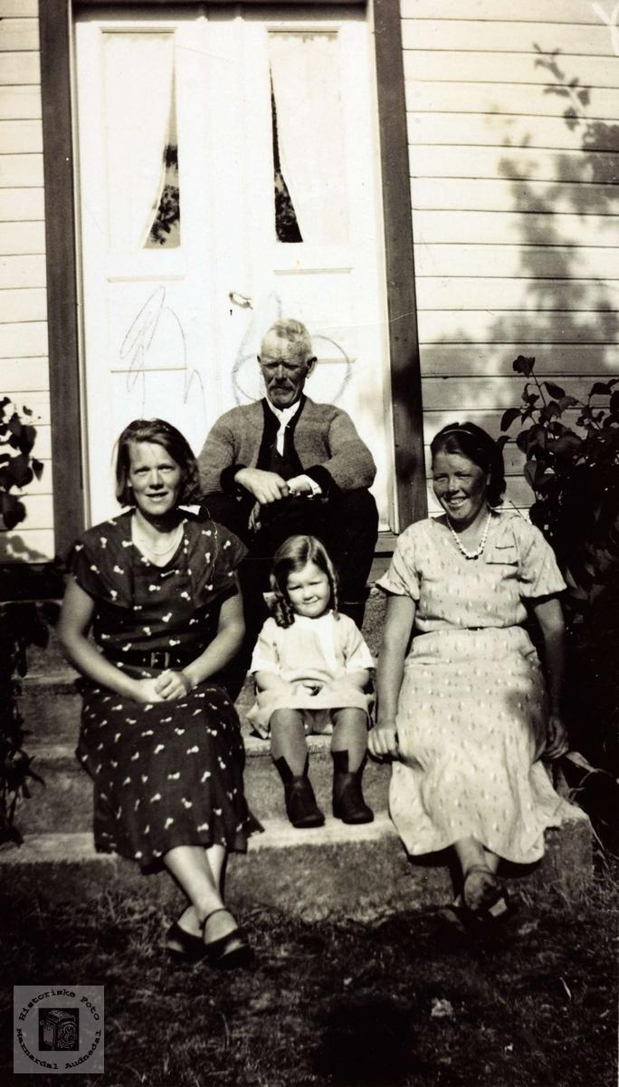Familie med røtter på Høyland i Grindheim. Audnedal.