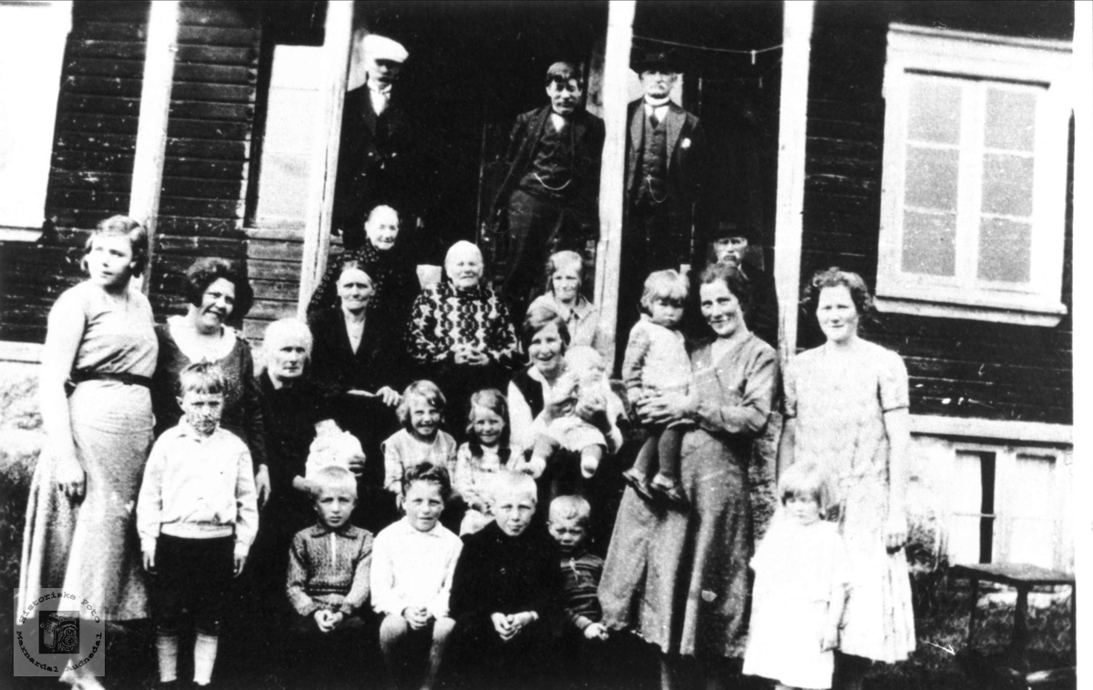 Barnedåp-selskap på Mjåland, Laudal.