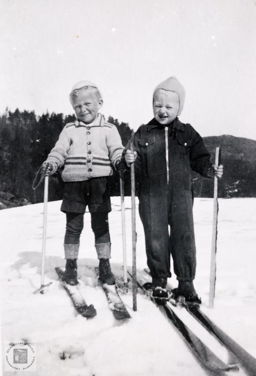 Barn på ski på Flot like etter krigen, Bjelland