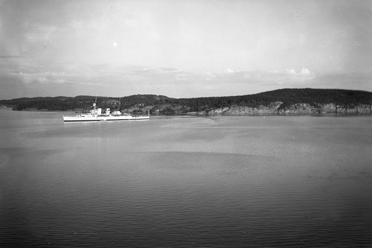 Brittiska kryssaren HMS FROBISHER