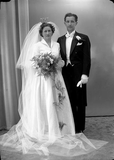 "Enligt fotografens journal nr 8 1951-1957: ""Fischer, Herr Hans, adr. Edvardsson Ucklum""."