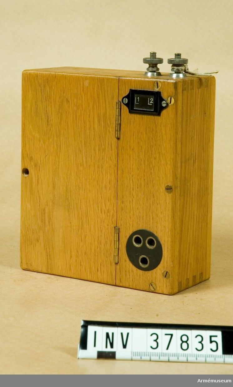 """Grupp H I.   Mått: 145x125x60 mm. Utan batteri.I acc.katalog är ursprungligen """"Batterilåda"""" införd."""