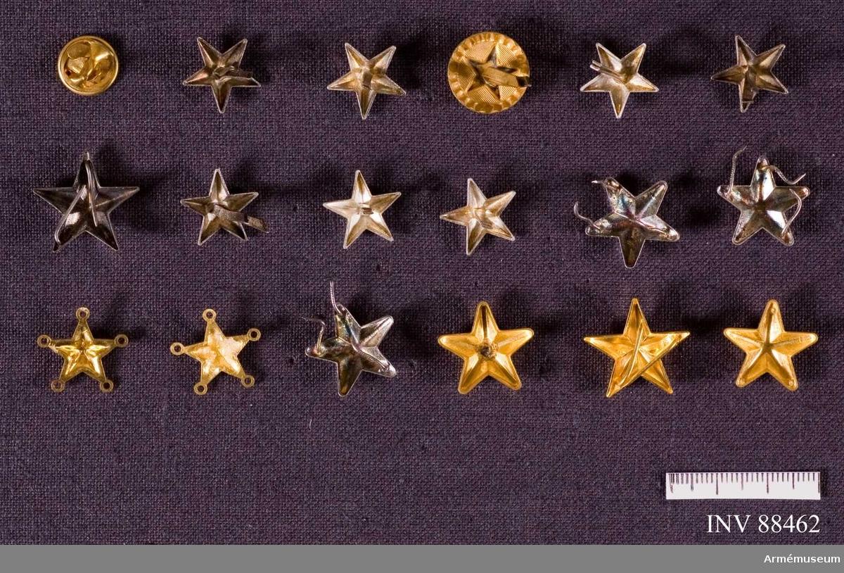 Flera, de flesta i stjärnform, eller med dito motiv.