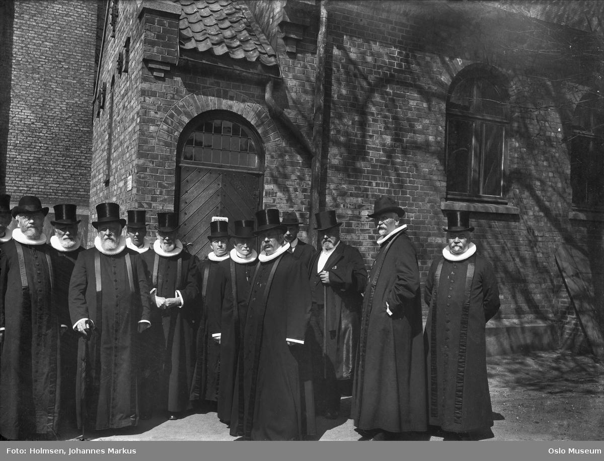 gruppe, prester, flosshatter, prestemøte, Vår Frelsers kirke