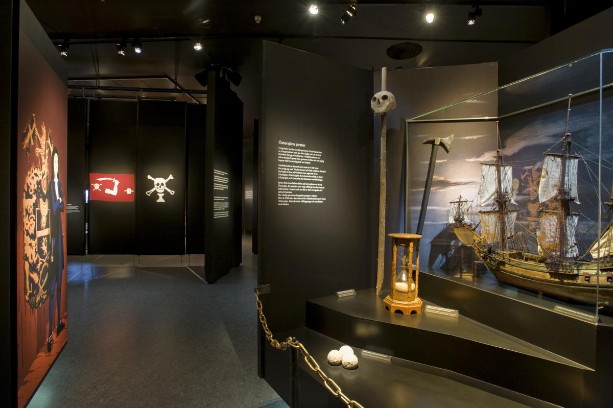 Utställningen Vem är pirat? Sjöhistoriska museet. Illustrationerna i utställningen är gjorda av Stefan Lindblad.