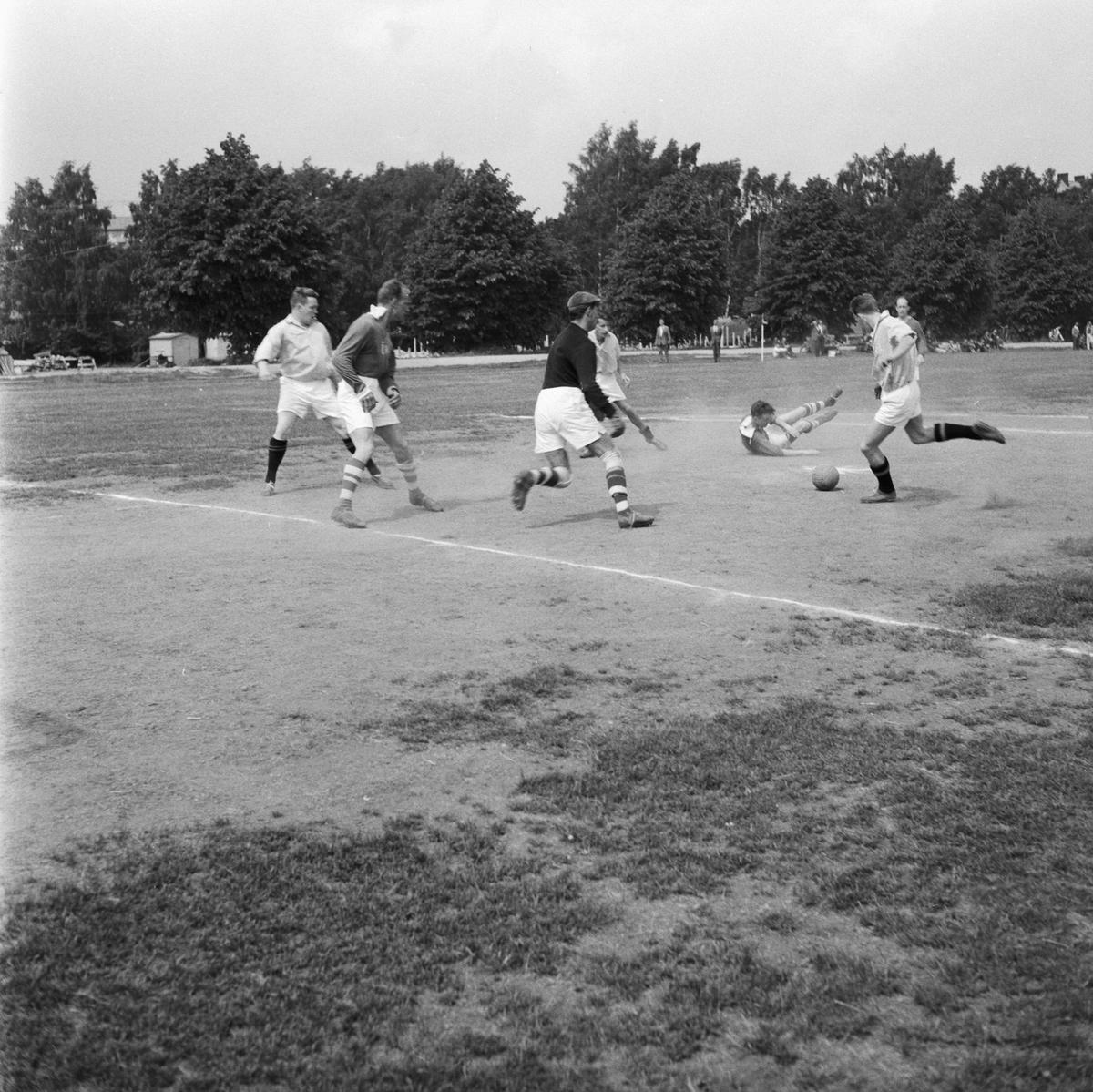 Övrigt: Foto datum: 30/6 1960 Byggnader och kranar Fotbollsmatch MVK-MVG