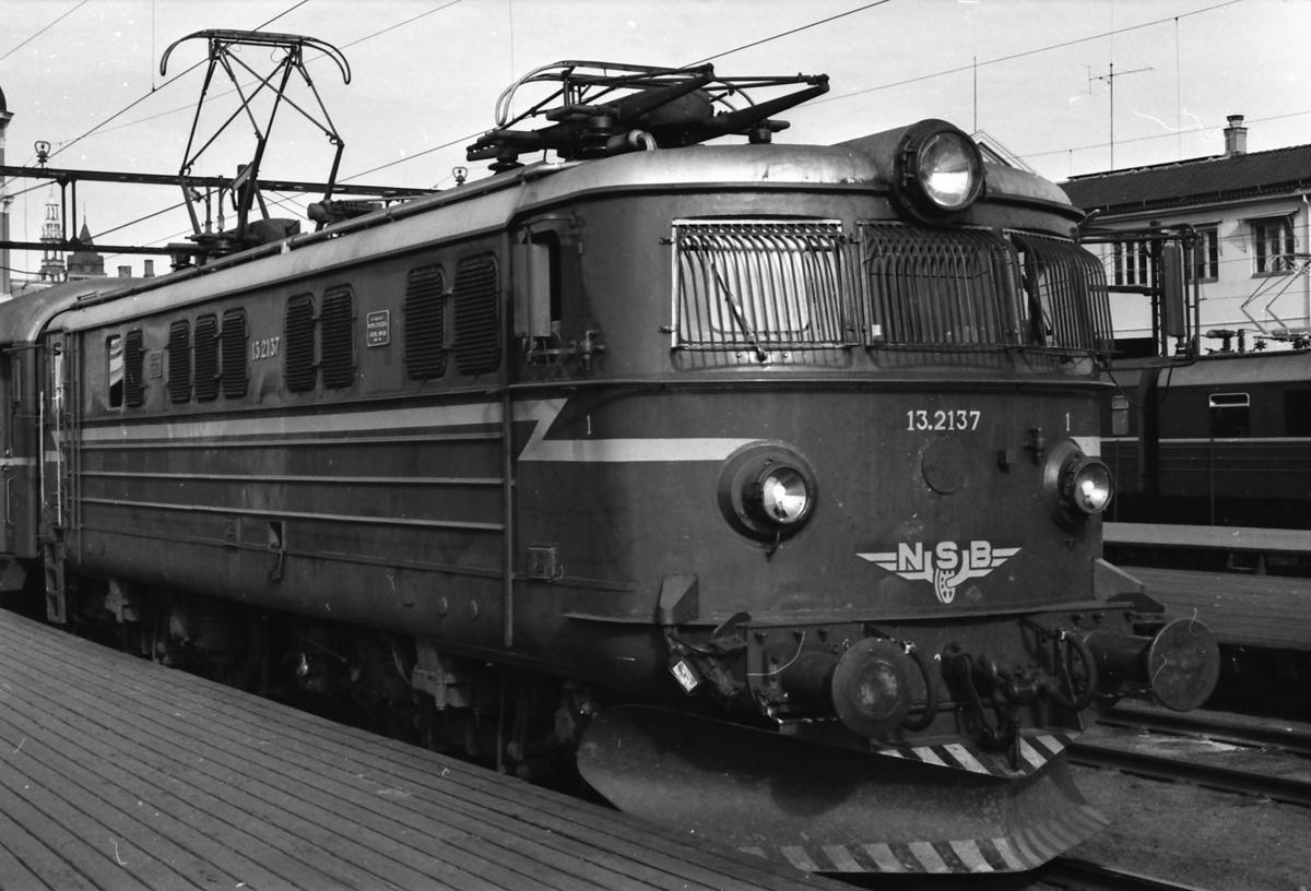 NSB elektrisk lokomotiv El 13 2137