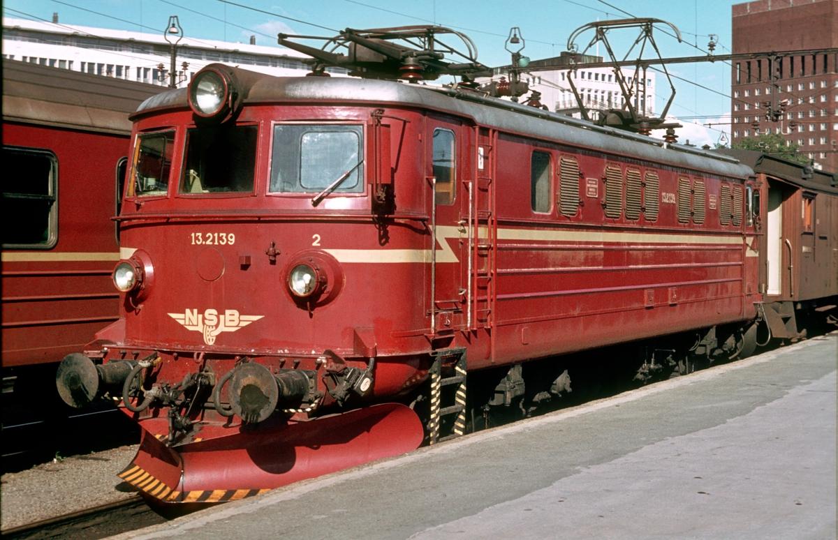 NSB elektrisk lokomotiv El 13 2139 på Oslo V.