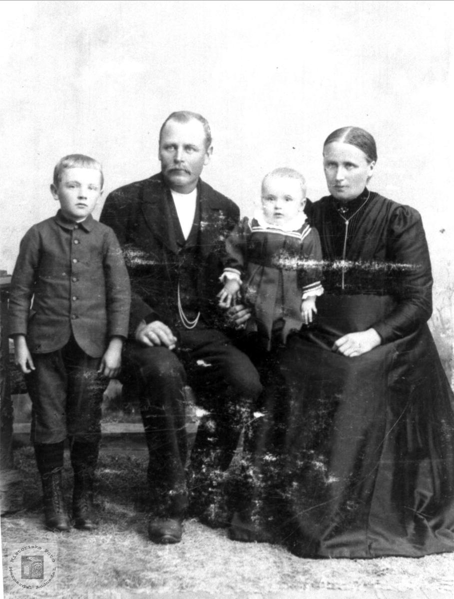 Familiebilde Håkon Olson Skjævesland