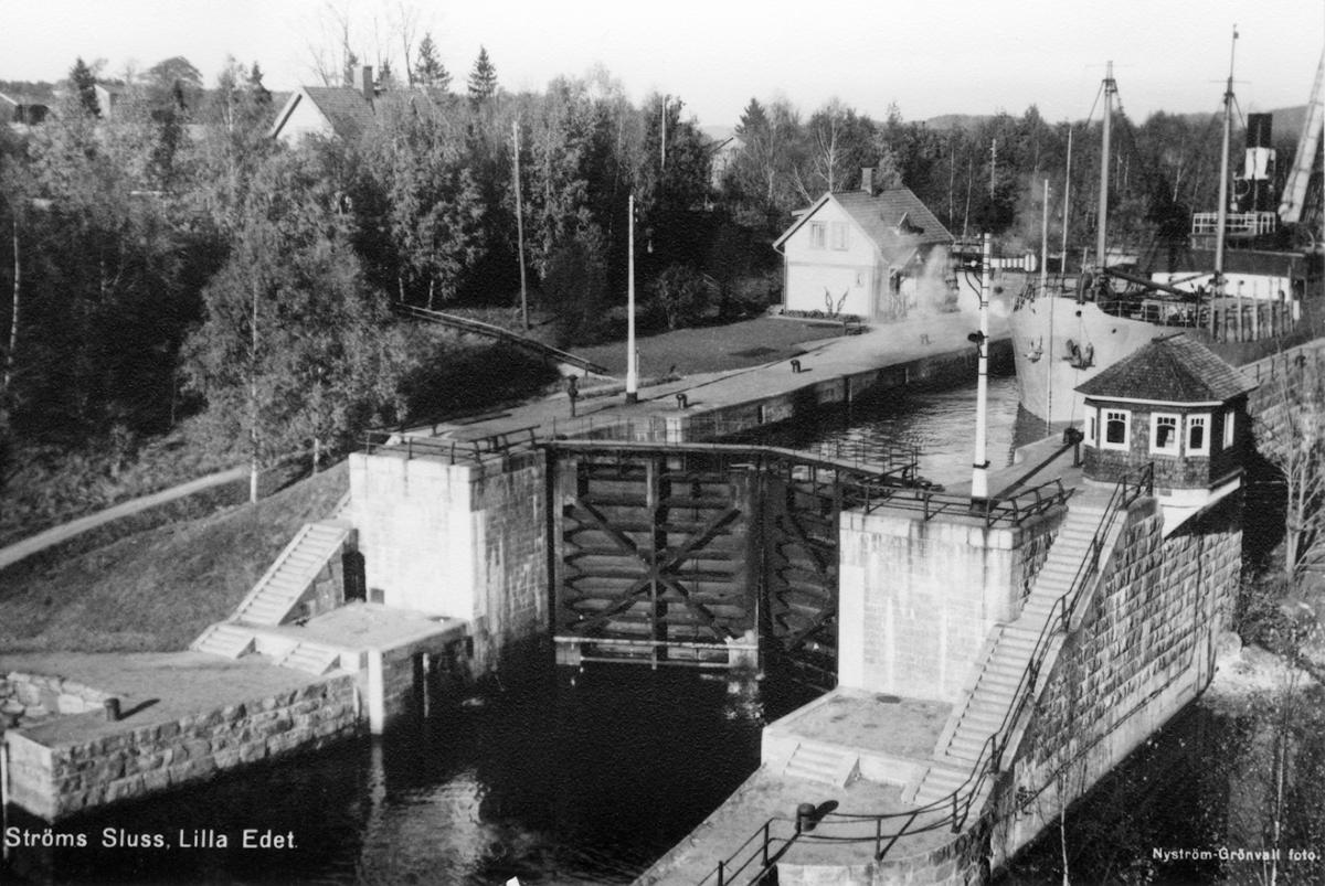 Ströms sluss. Hjärtum Uppförd 1909-16, strax väster om 1844-års sluss. Kanlakontor, manöverhytt samt slussvaktarbostad. Ströms sluss är en av 6 slussar i Göta älv.