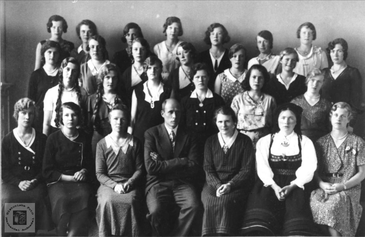 Skoleklasse på Høgtun
