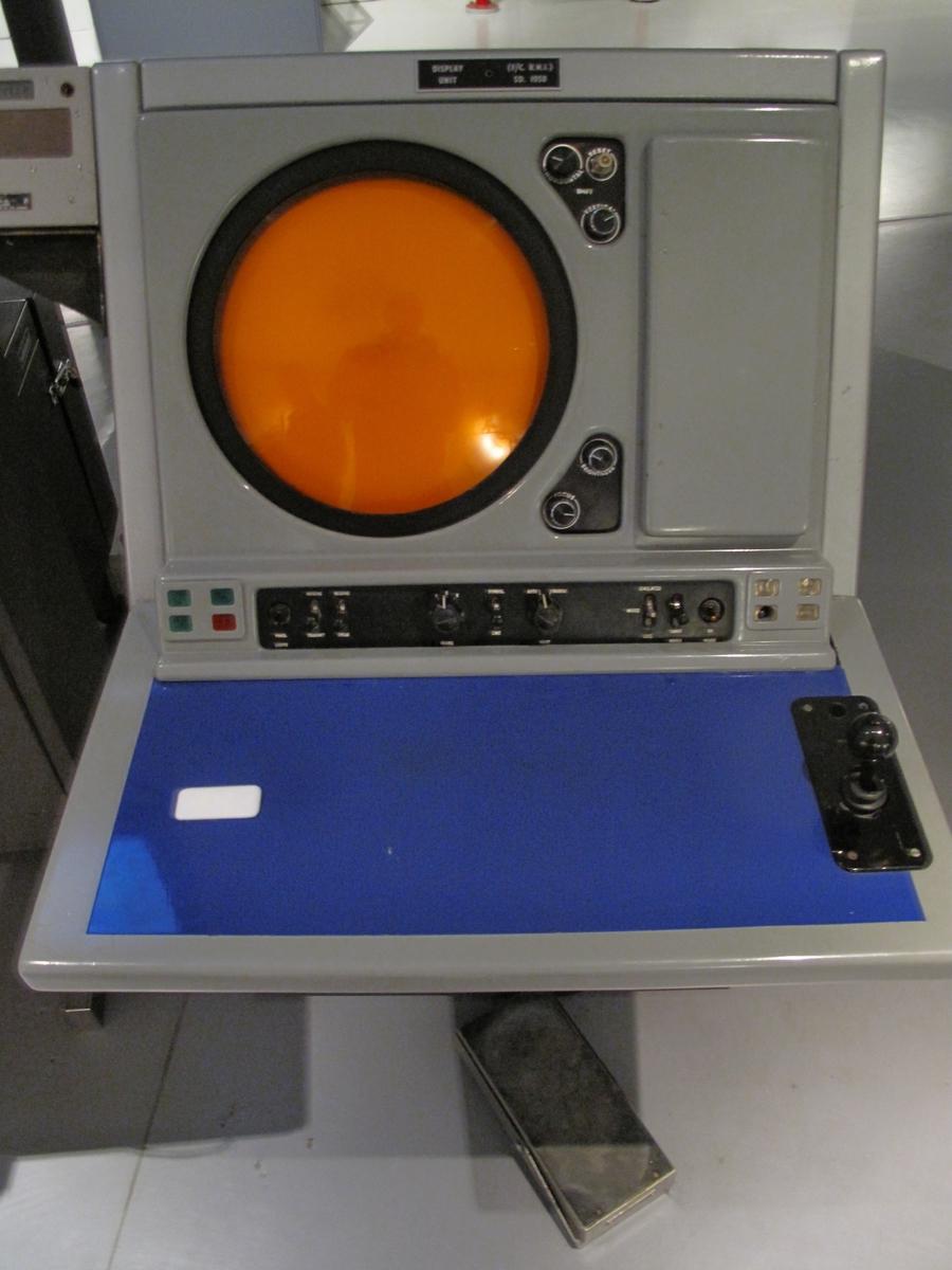 Radarkonsollet gir høydeinformasjon på utvalgt fly.