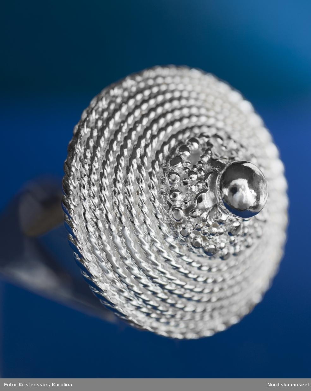 Smycken av silversmeden Rosa Taikon. Silversmycken, filigran.