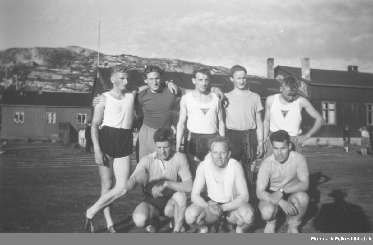 Deltakere fra Vadsø turnforening på et friidrettsstevne på Kirkenes på begynnelsen av 1950-tallet