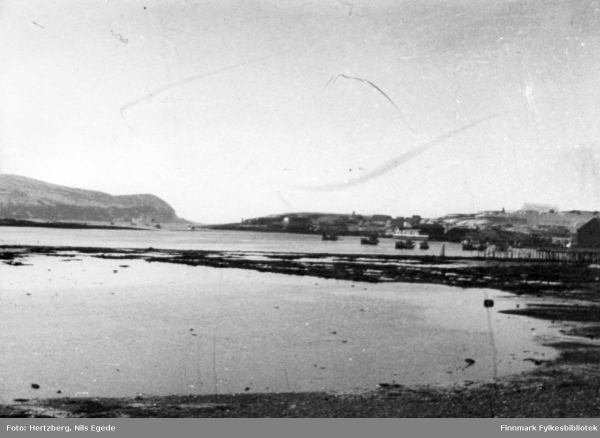 Våren 1948 ble det foretatt en befaring Vadsø - Smalfjord - Sjursjok - Ifjord - Bekkarfjord - Hopseidet - Mehamn - Kjøllefjord - Vadsø. Med på turen var Nils. E. Hertzberg, Johannes Foslund, Godtfred Karlsen. Se bildene 313-324. Mehamn 5.mai 1948. Videre til Kjøllefjord den 6.mai 1948. Fra Kjøllefjord til Vadsø med hurtigruta.