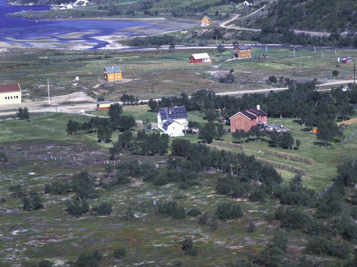 Flyfoto fra Kunes. Negativ nr. 122654.   Fargekopi finnes i arkivet.
