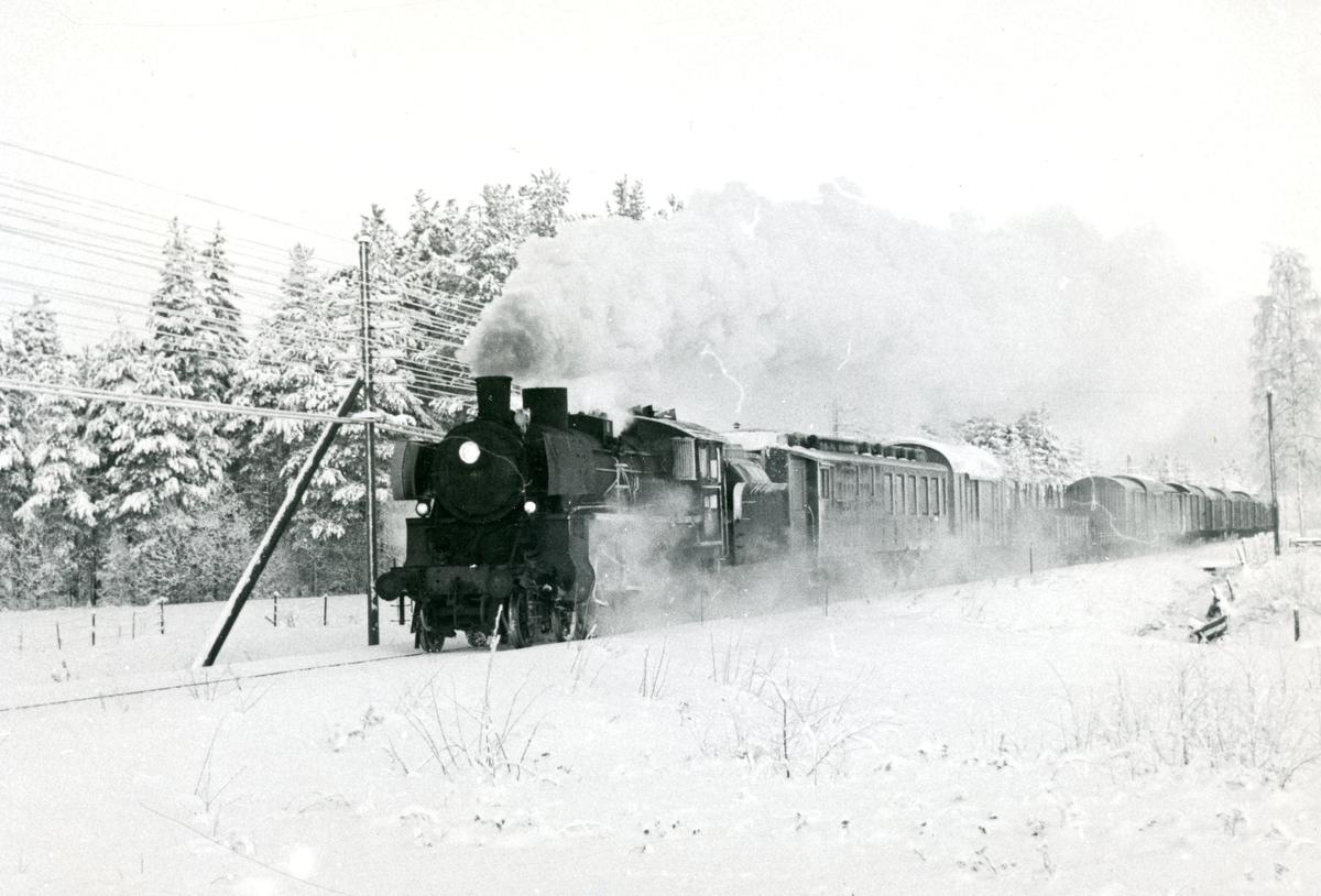 Godstog på Solørbanen med damplok 26c nr. 411.