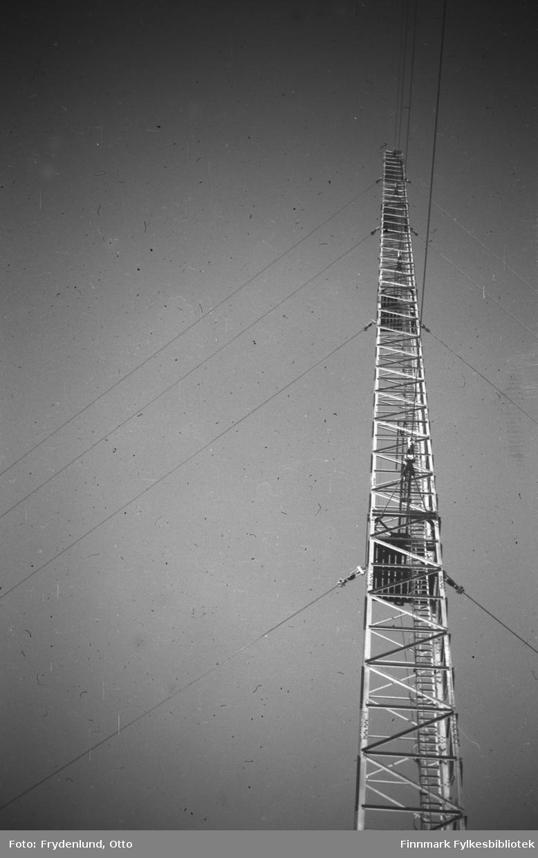 En av de nye radiomastene i Vadsø