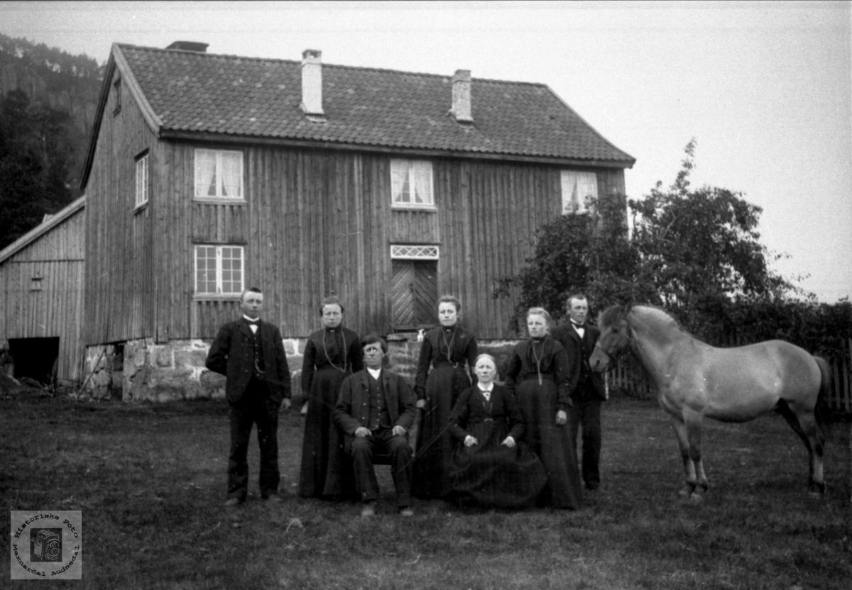 Familiebilde fra Bjerland i Bjelland.
