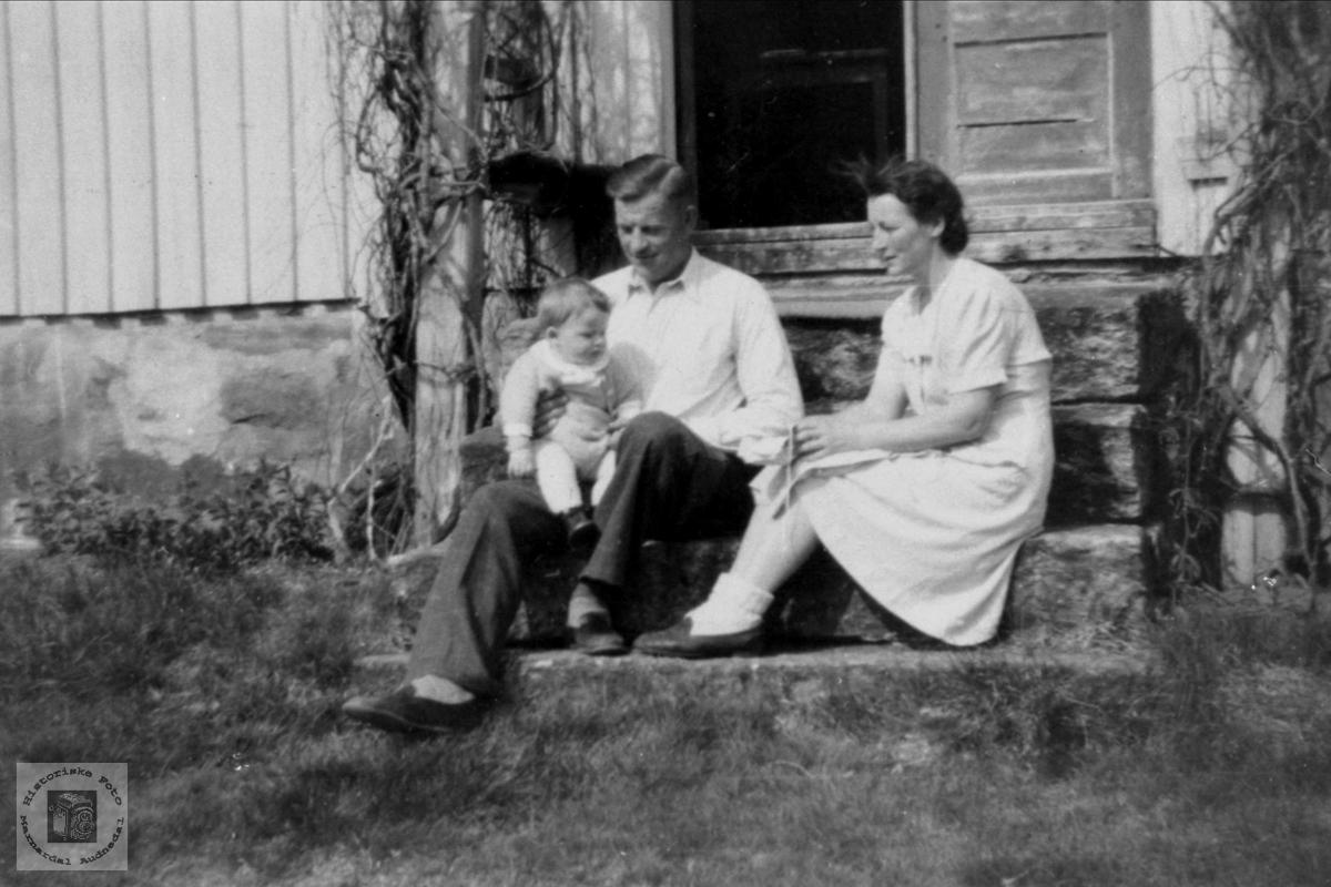 """Familiebilde """"Der heima"""" Skjeggestad, Bjelland"""