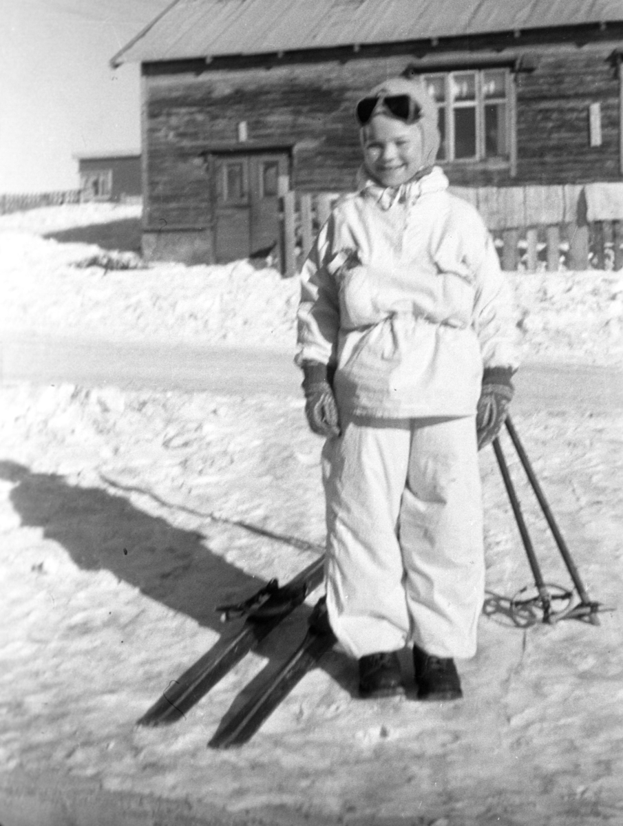 Øystein Hauge på skitur i Vadsøs gater.