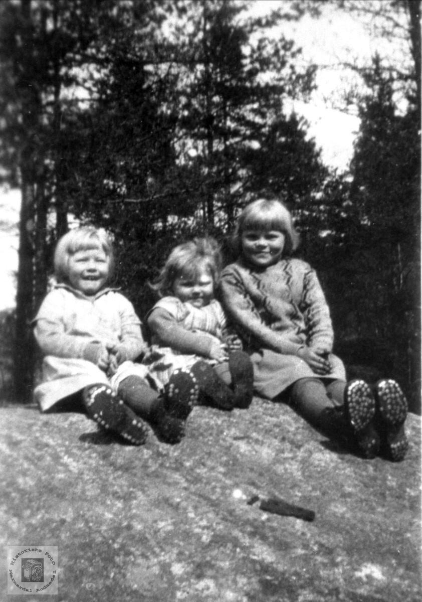 """Skobespar"". Vera, Erna og Lilly Skuland."