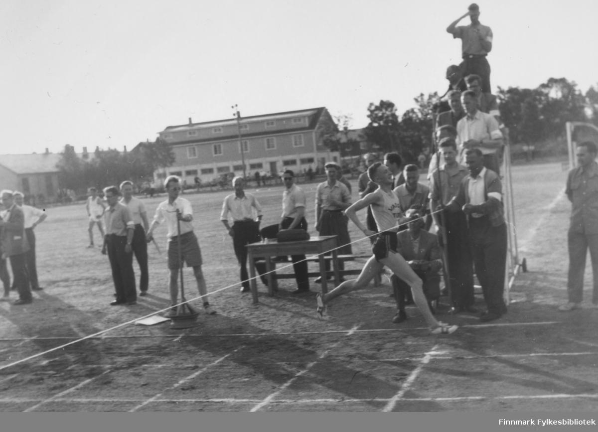 Landsdelskamp: Nord-Norge - Nord-Sverige - Nord-Finland i Boden (Sverige) 1960. Ragnvald Dahl vant gullmedalje i 5000 m med tiden 14.44.4, ny nordnorsk rekord.