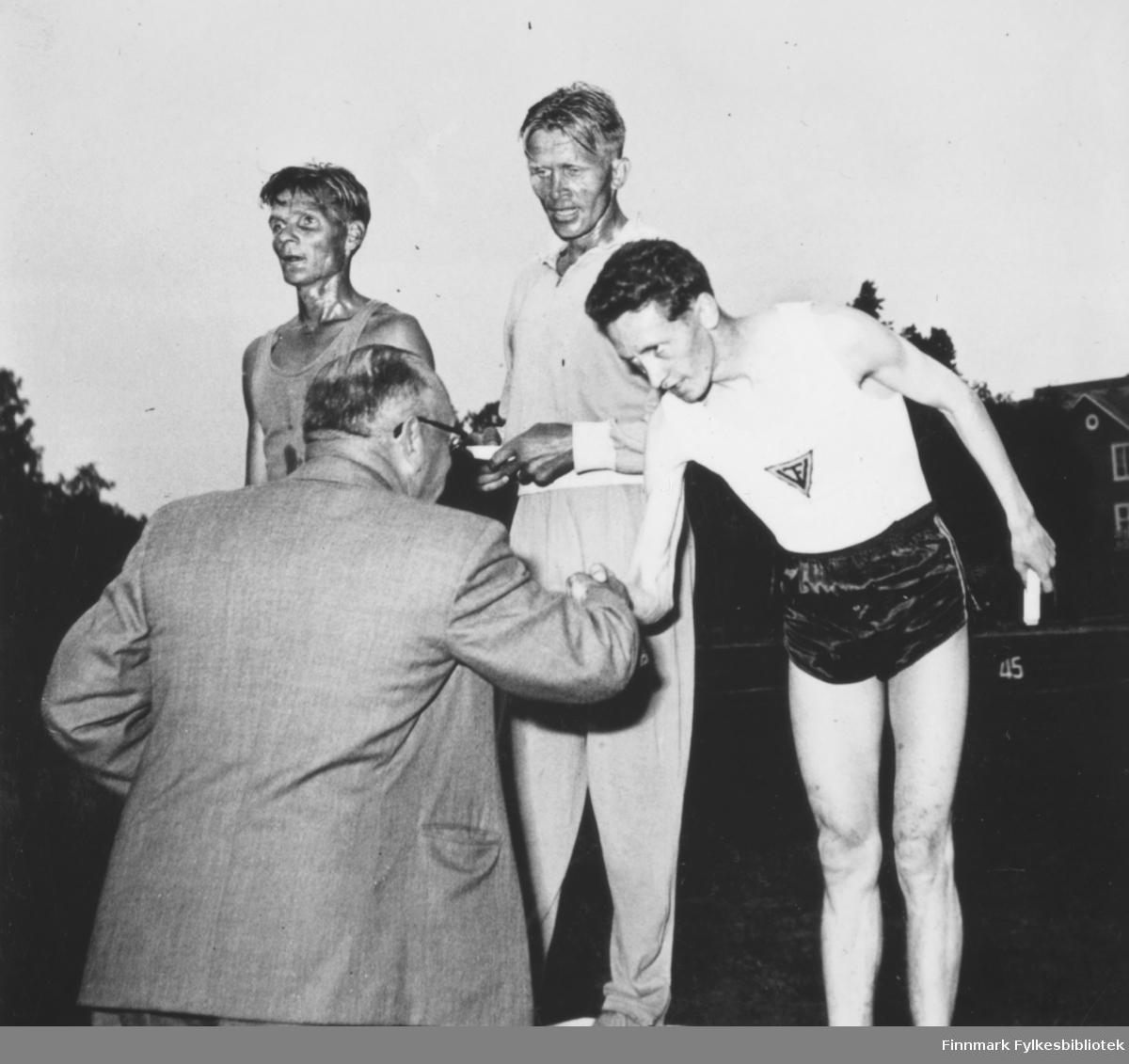 Fra et 1500 m løp i Kemi i Finland (1956). Dobbeltseier til Finland, Ragnvald Dahl fikk bronse. Kretsrekord 3.59.6.