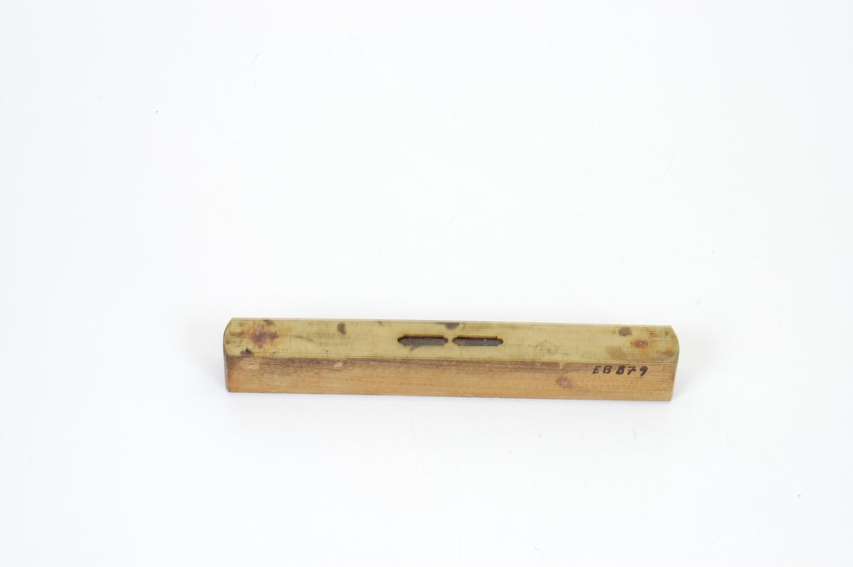 Form: Stavformet m/tilnærmet kvadratisk tverrsnitt.