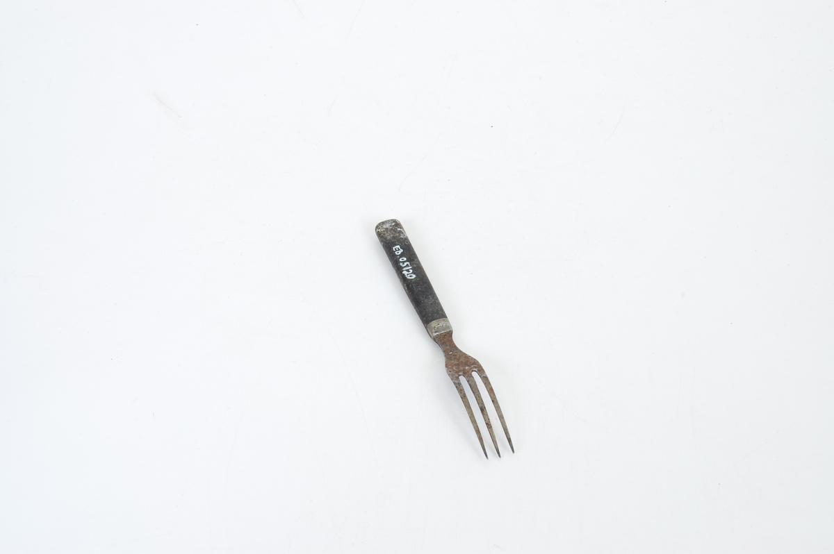 Form: Liten gaffel med tre tinder