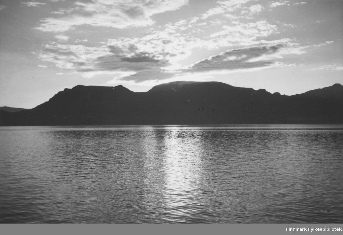 'Solskyer over Seiland, Altafjord' B 7812