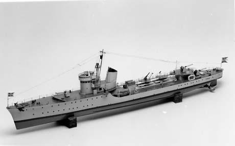 Fartygsmodell av jagaren SPICA.