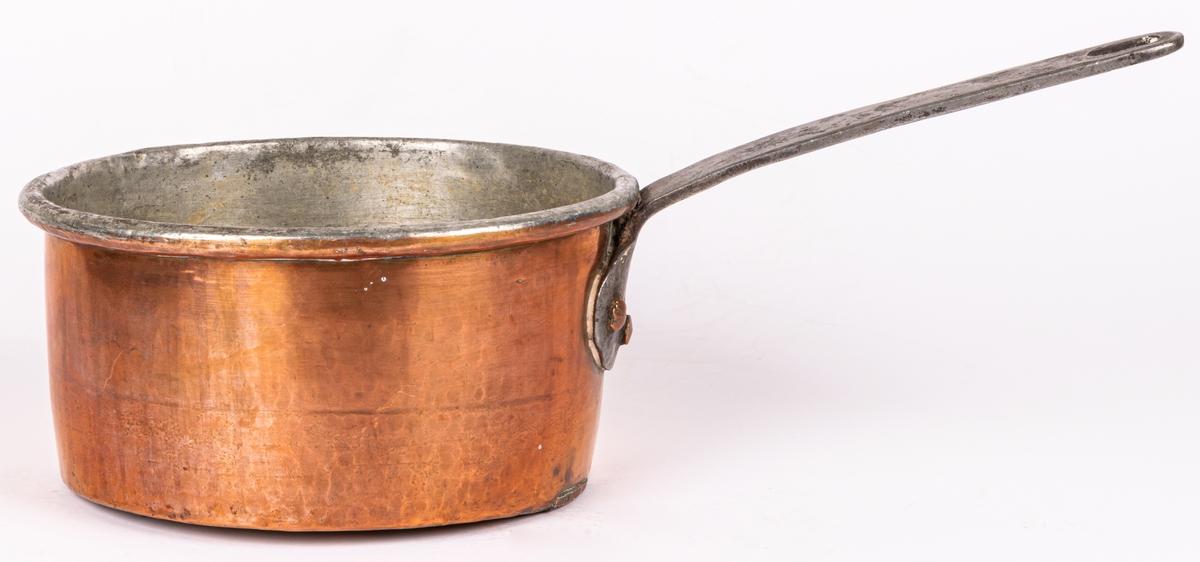 Kittel av koppar med handtag av järn.