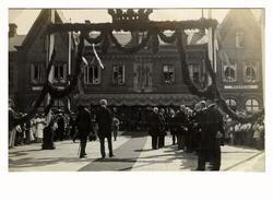 Kung Gustav V kommer till Varberg och inviger radiostationen