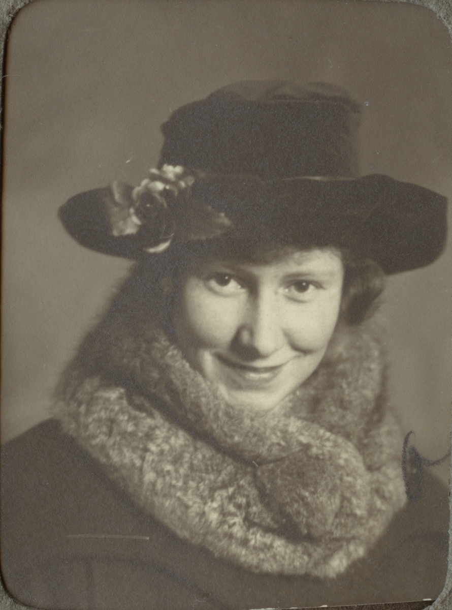 Ingrid Krook (Ole). Ur album Kurskamrater som delade ljuvt och lett, på Telegrafkursen i Stockholm 1920.