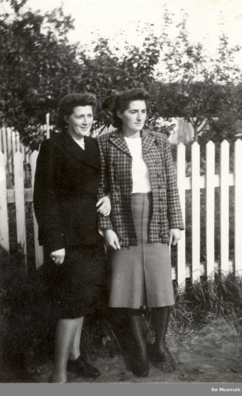 Ragnhild Kristiane Vreim og systera Else Jensen.