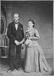 Bryllupsbilde av August Falbakk og Marie Brødreskift, Stadsb