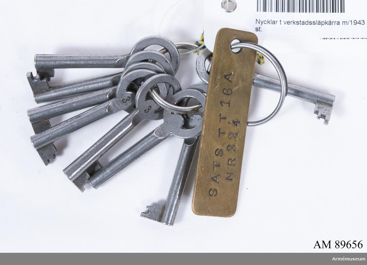 8 st. nycklar.