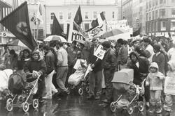 1. mai 1992. Ulike slagord: Mot rasisme, Støtt barnas Kurdis