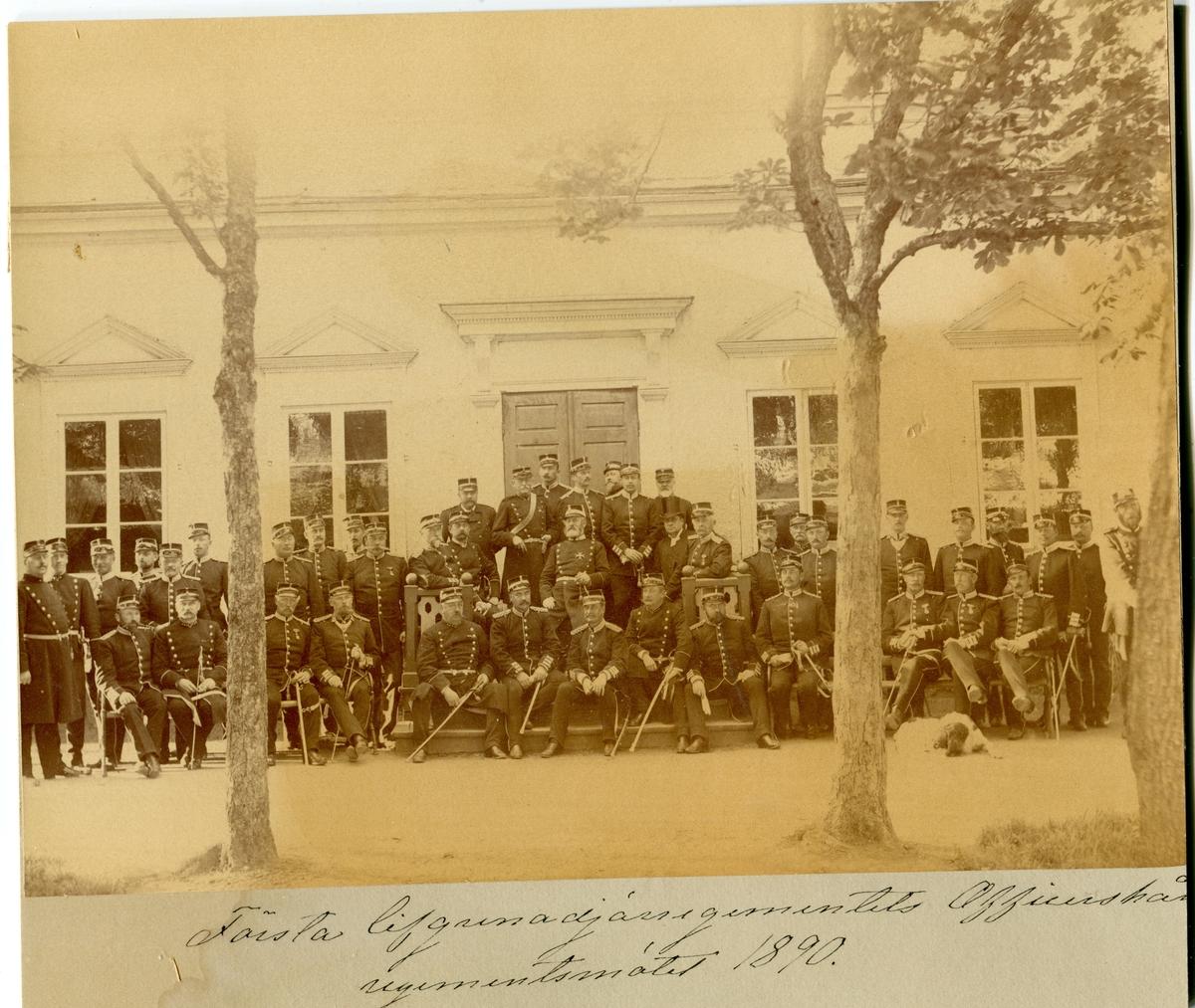 Första livgrenadjärregementets officerskår. Regementsmötet 1890.
