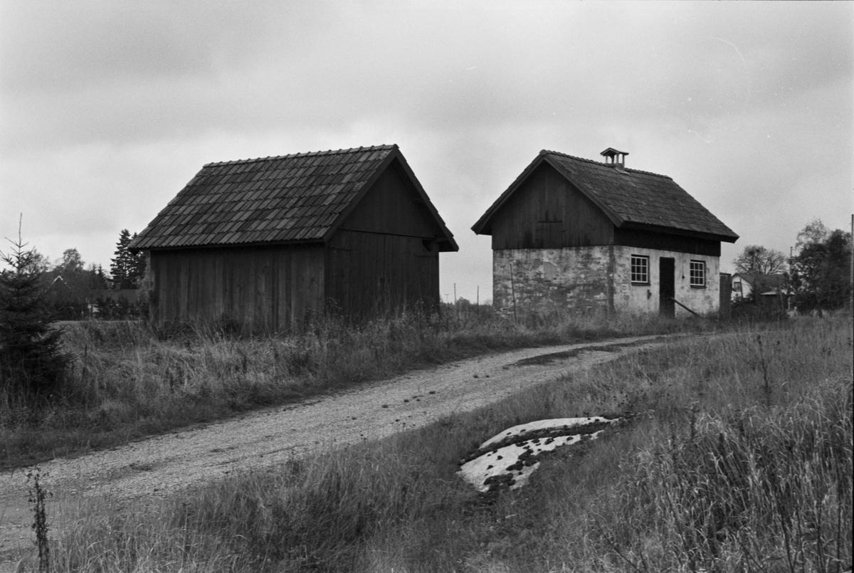 Traktorgarage och svinhus, Ålands-Västerby 19:1 (A), Åland socken, Uppland 1984