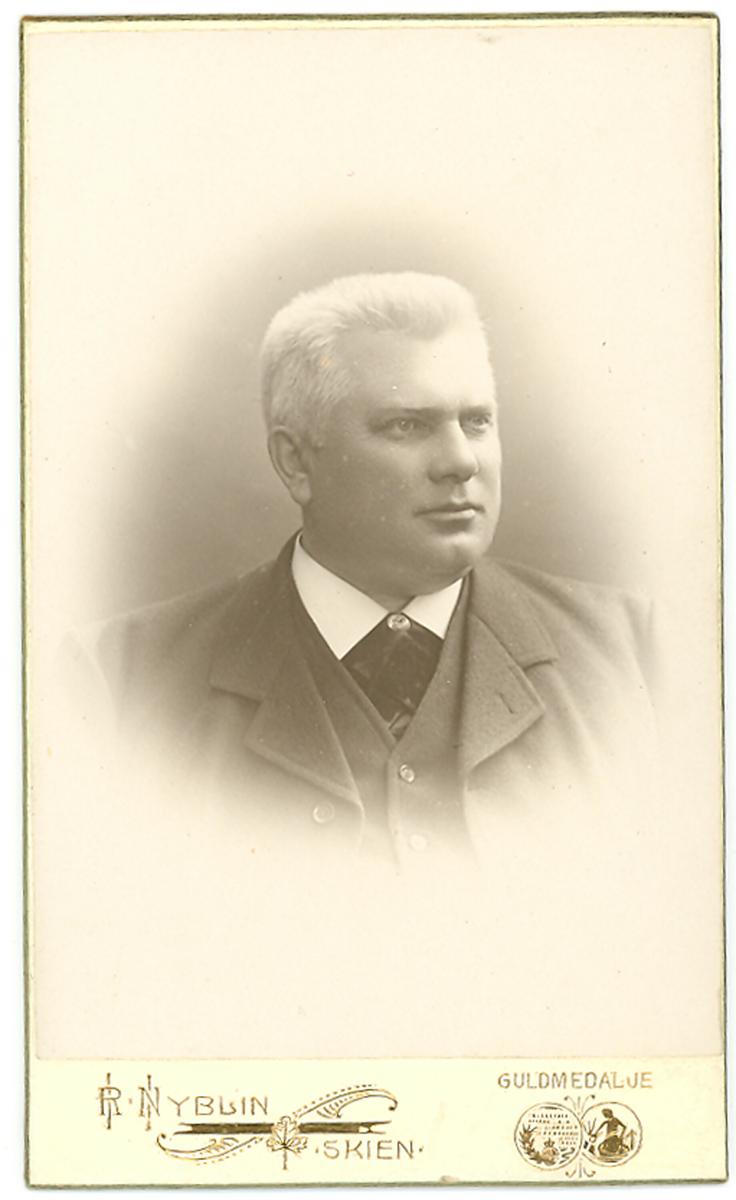 Visittkortfoto av Halvor Borgen