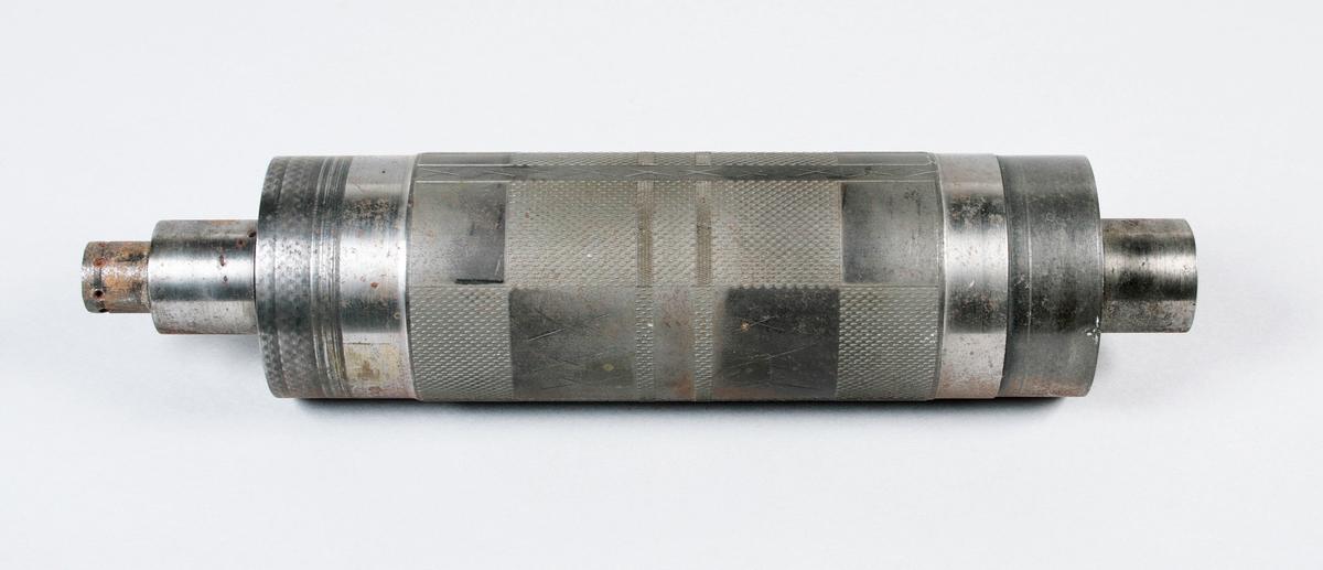 Molett. Rutigt mönster (Drällmönster). Detta är det största formatet som fanns. Märkt:  Nr 559 20, 1947. 140 mm bred gravyr. L 270 mm. Proveniens Borås Wäfveri AB.