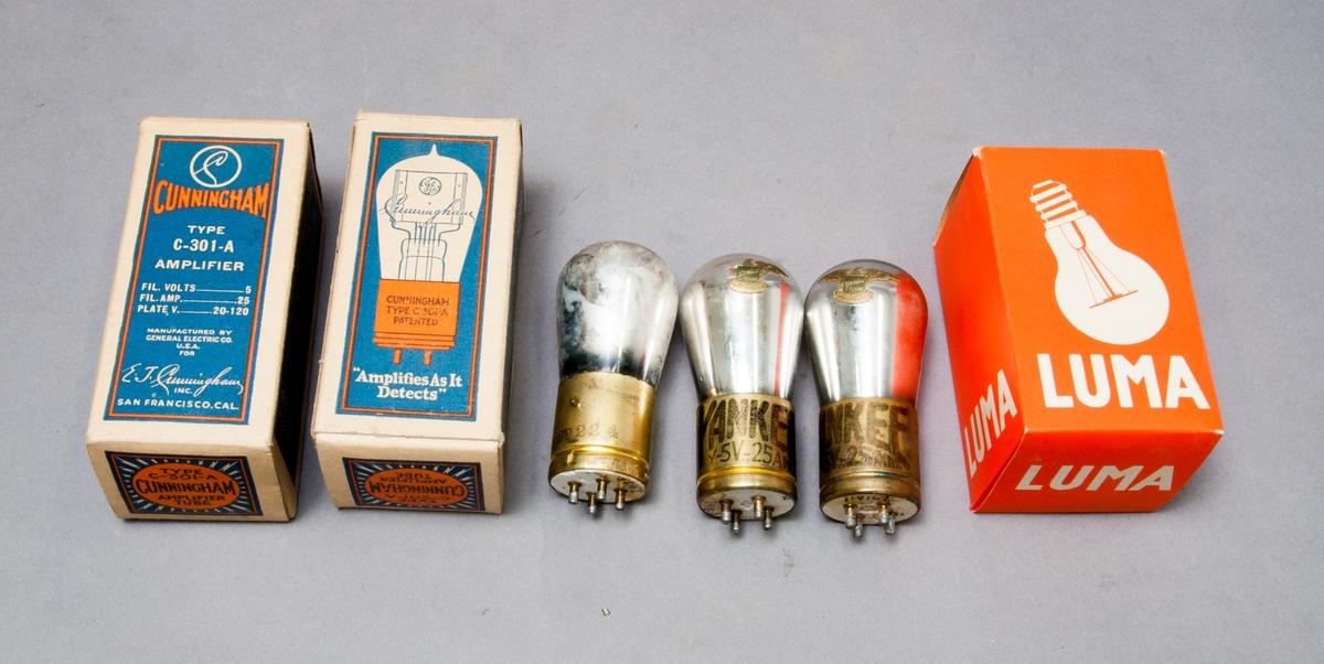 Tre extra förstärkarrör för radiomottagare. Märkta: Yankee tubes,