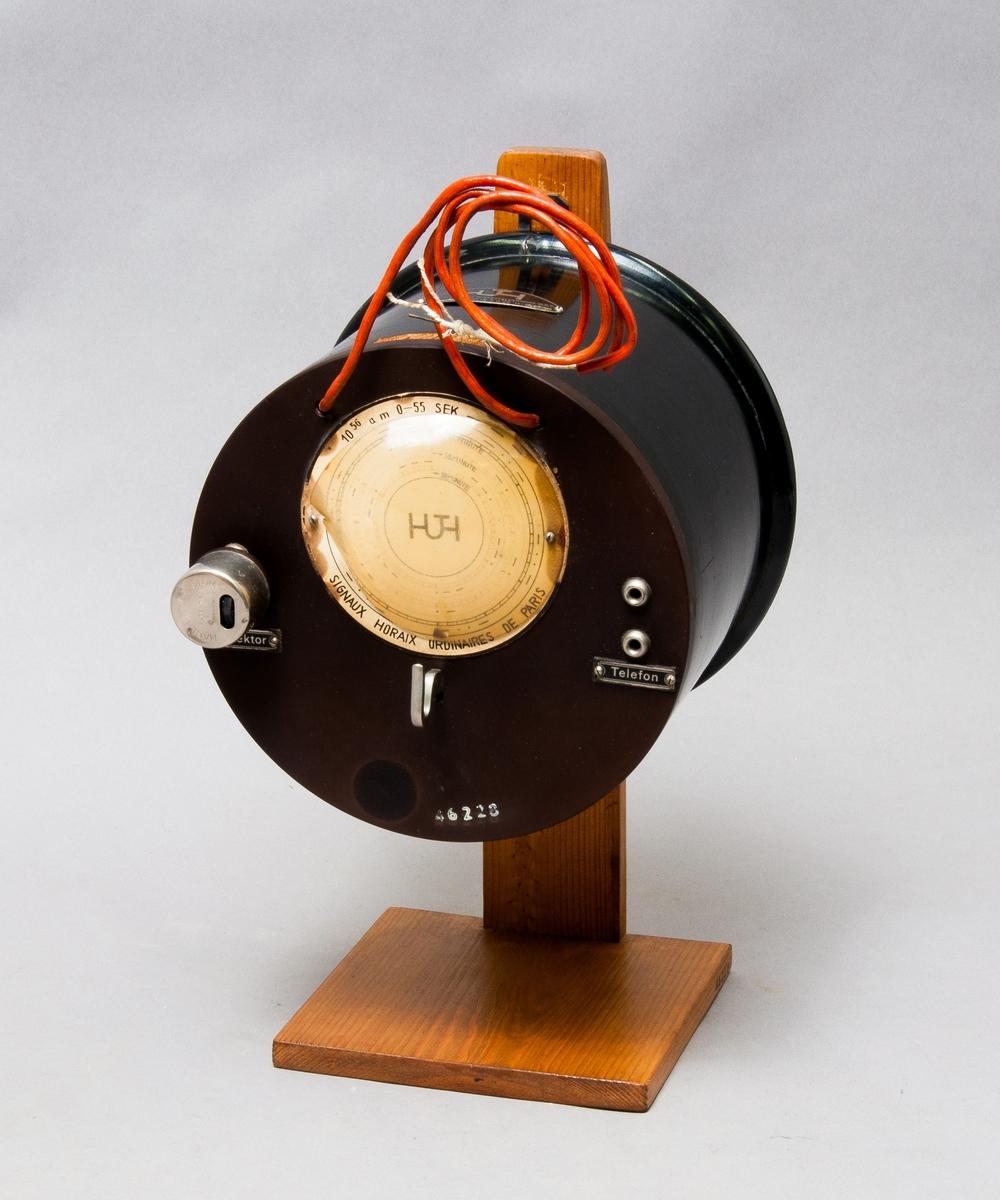 Radiomottagare med blyglansdetektor, i två delar, väggmodell. Märkning E I 4 (mottagaren), Huth D 26 (detektorn)