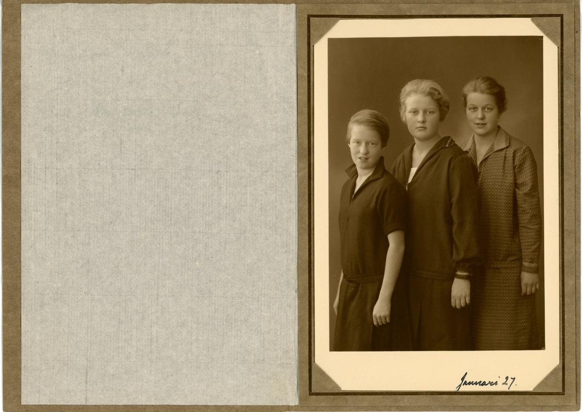 Ester, Madeleine och Sofia Ramsay 1927. 14, 15 och 17 och gamla.