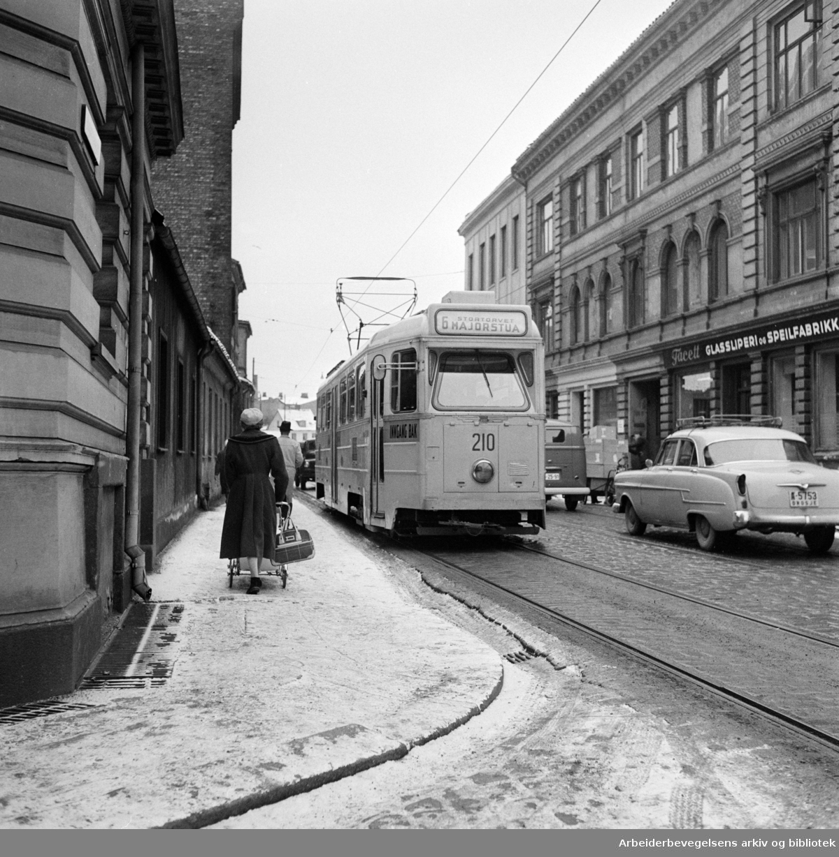 Majorstuatrikken, som kjørte ruten Majorstua, Stortorvet, Østbanen, Etterstad. Vognmannsgata ved Persgangen. 1959 - 1963.